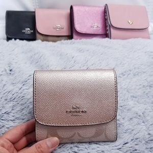 🍒NWT🍒 COACH SIGNATURE TRIFOLD WALLET